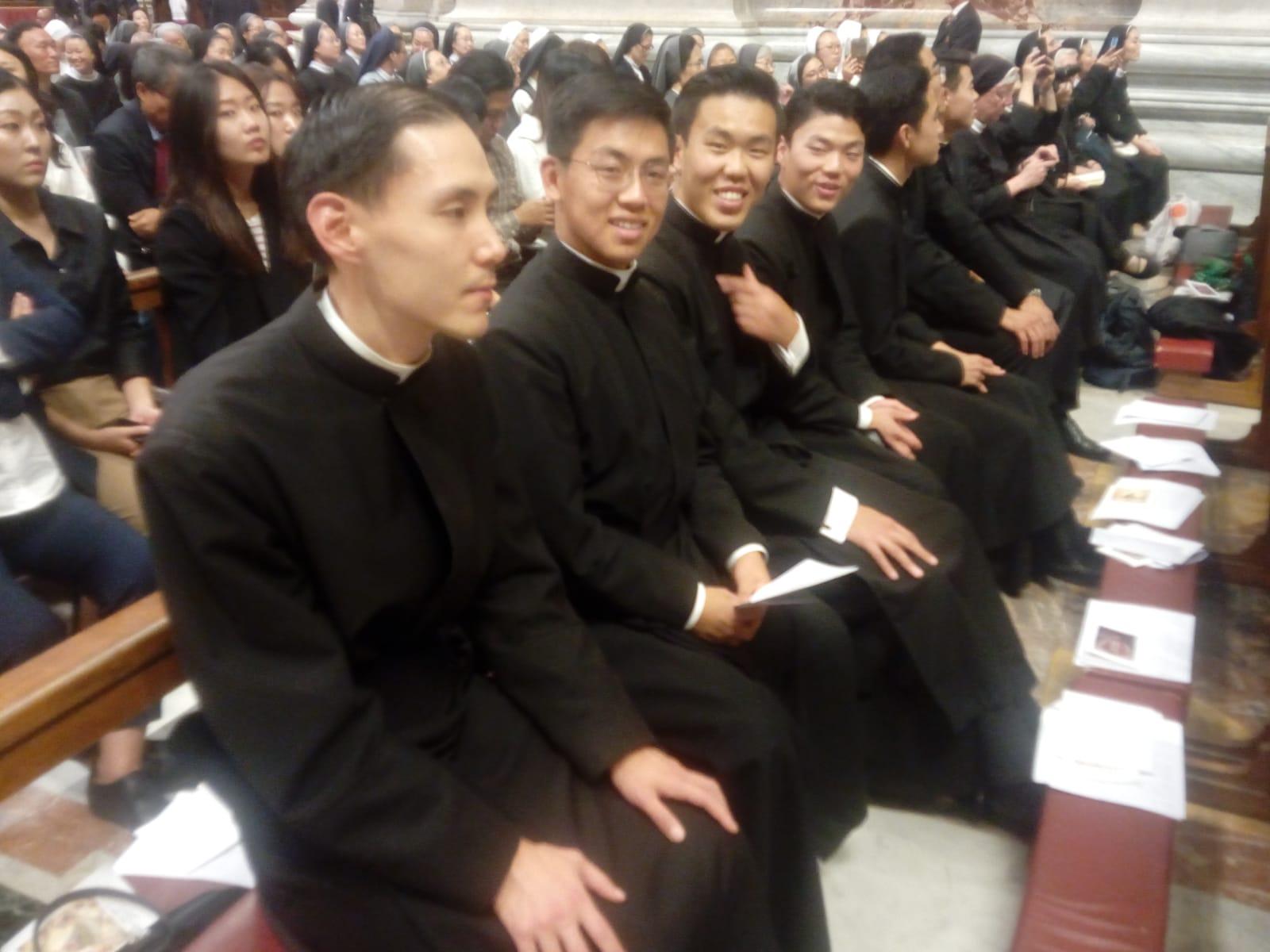 Sacerdotes coreanos en la Misa por la Paz © Zenit