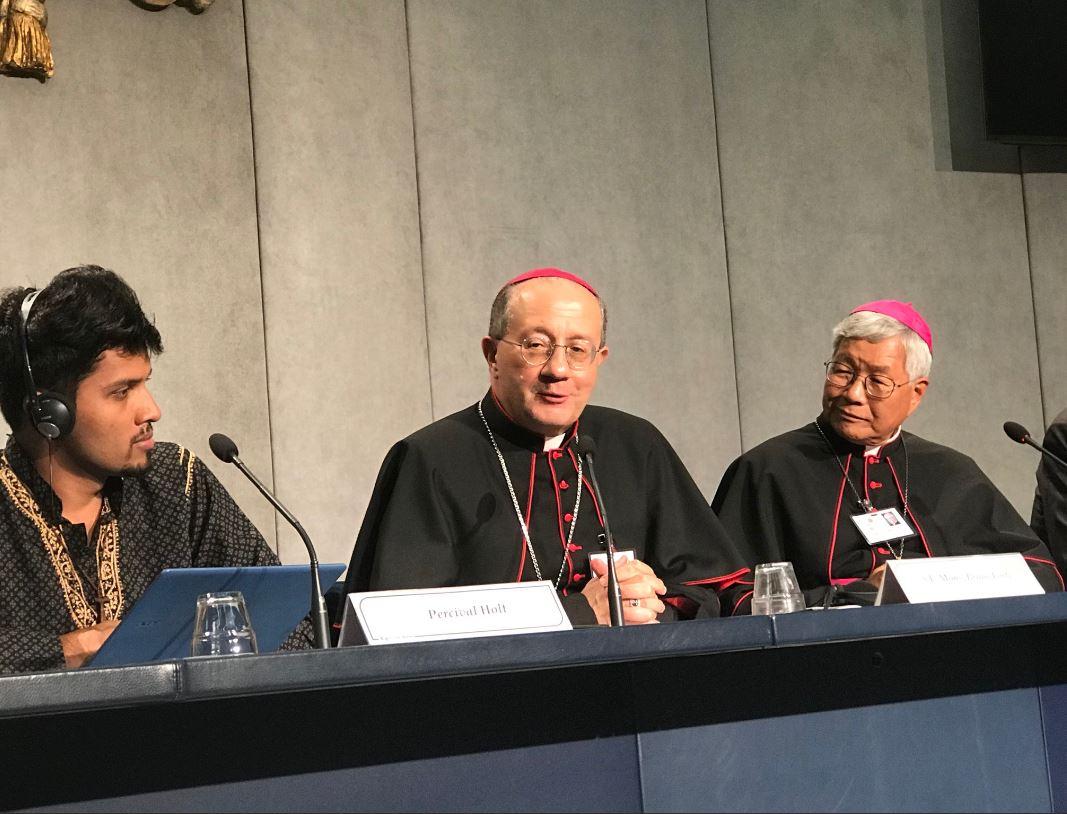 Mons. Bruno Forte durante su intervención © Vatican Media