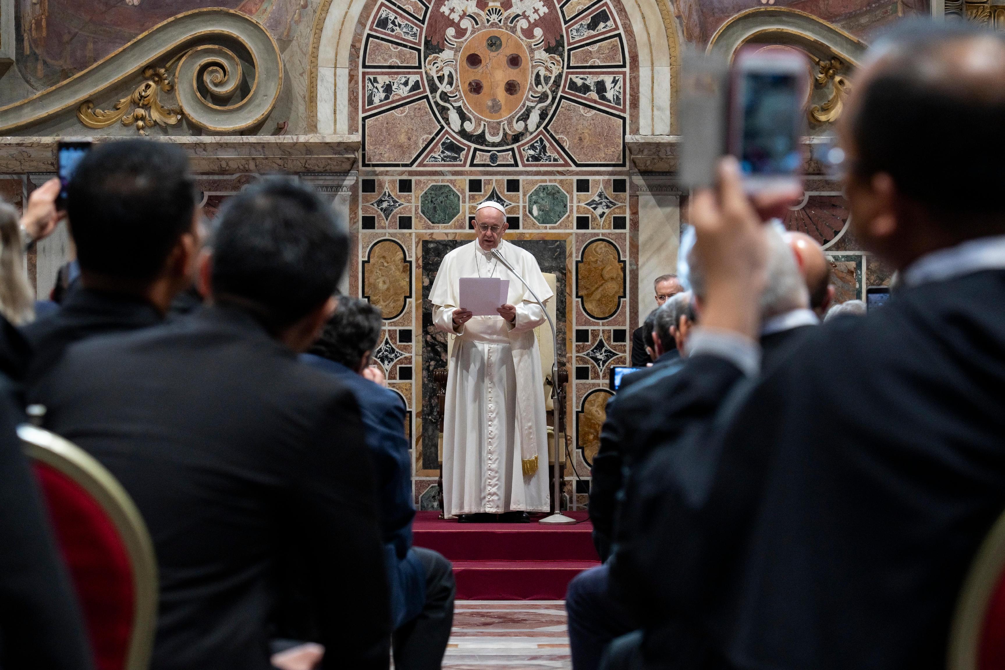 Audiencia del Papa con los Rectores y Operadores de Santuarios © Vatican Media