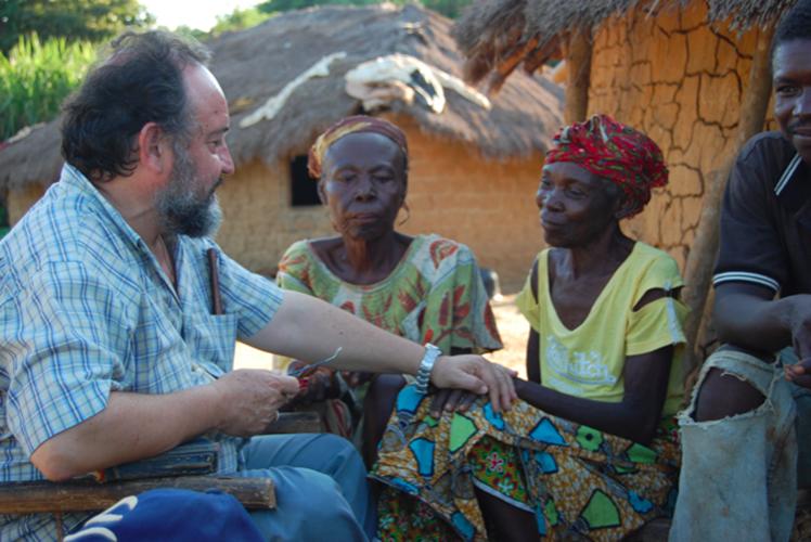 Mons. Juan José Aguirre en África © Manos Unidas