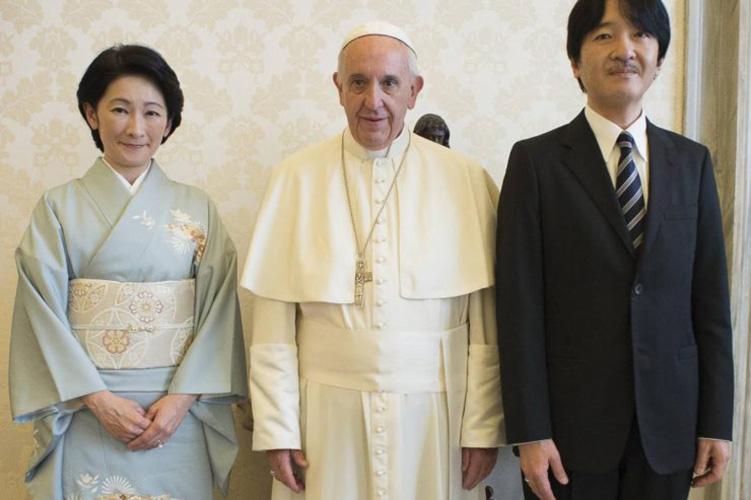 El príncipe y la princesa con el Papa