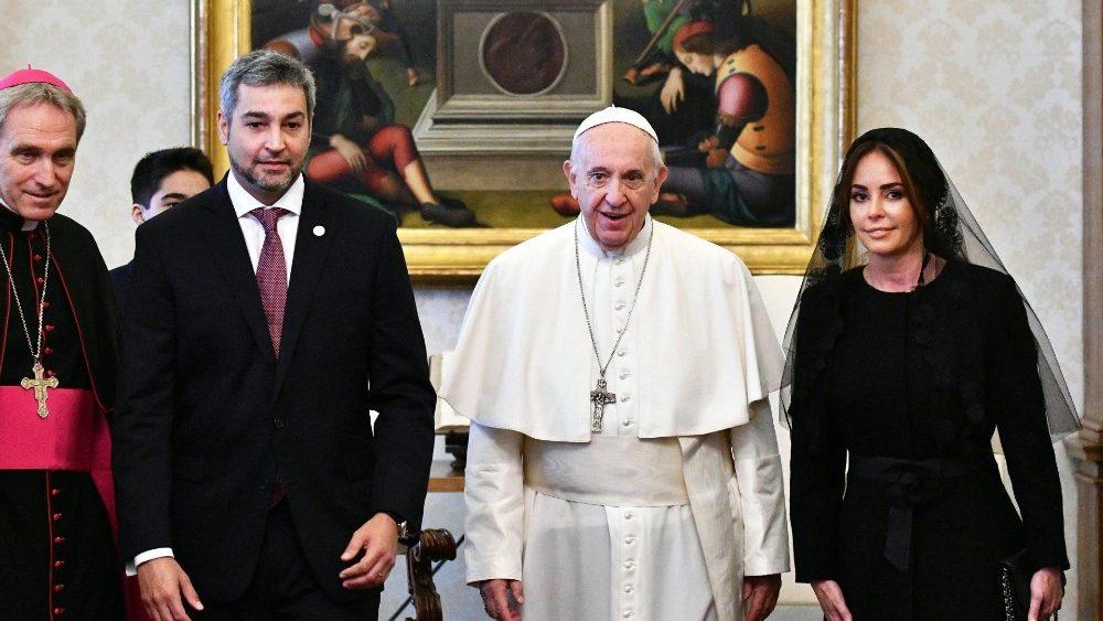 El Papa recibe al Presidente de Paraguay y a la primera dama © Vatican Media