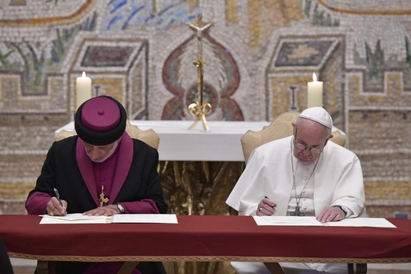 El Papa firma Declaración con el Catholicós-Patriarca de la Iglesia Asiria de Oriente © Vatican Media