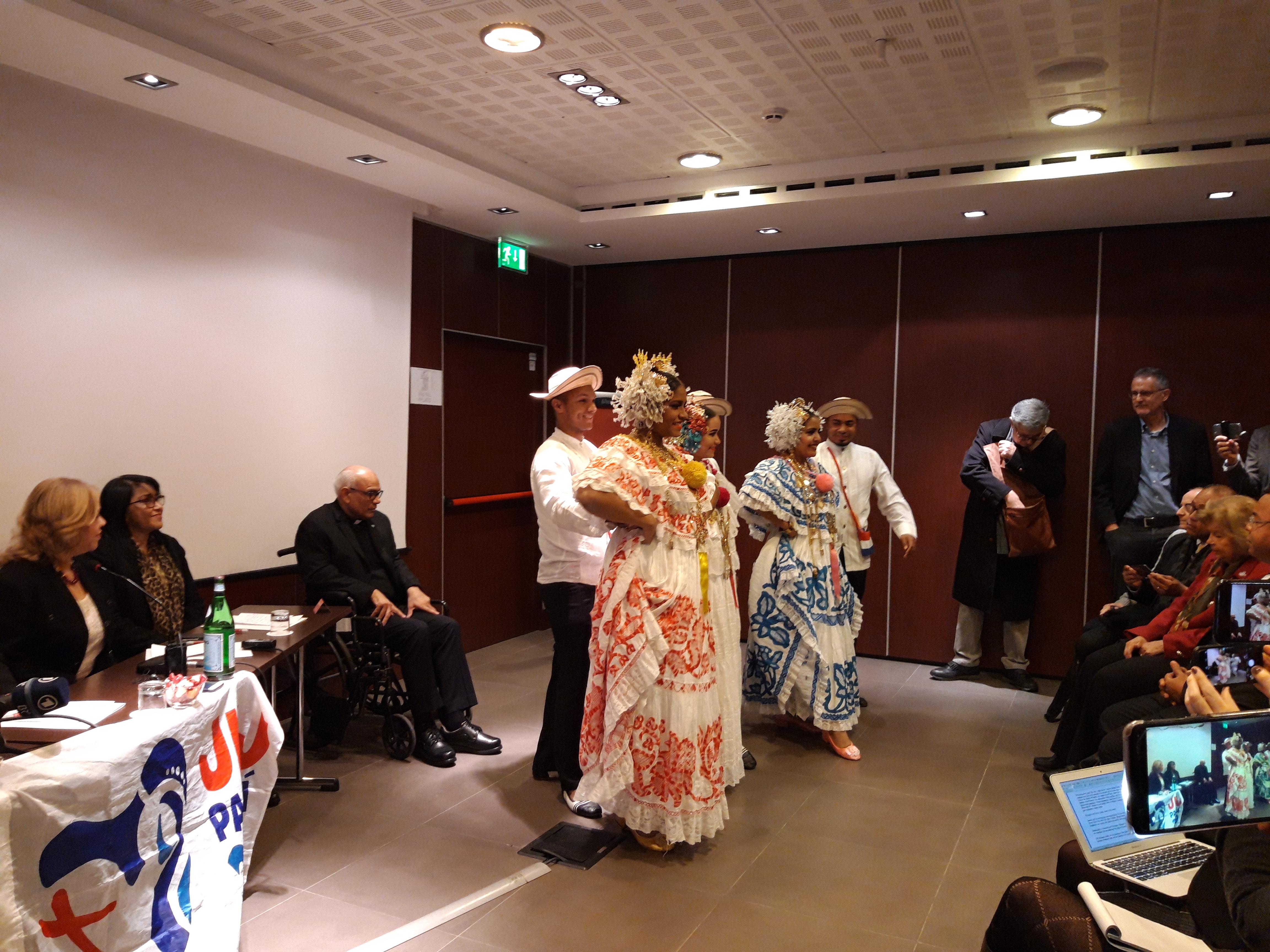Baile tradicional de Panamá, en la presentación de la JMJ, 11 dic. 2018. Zenit