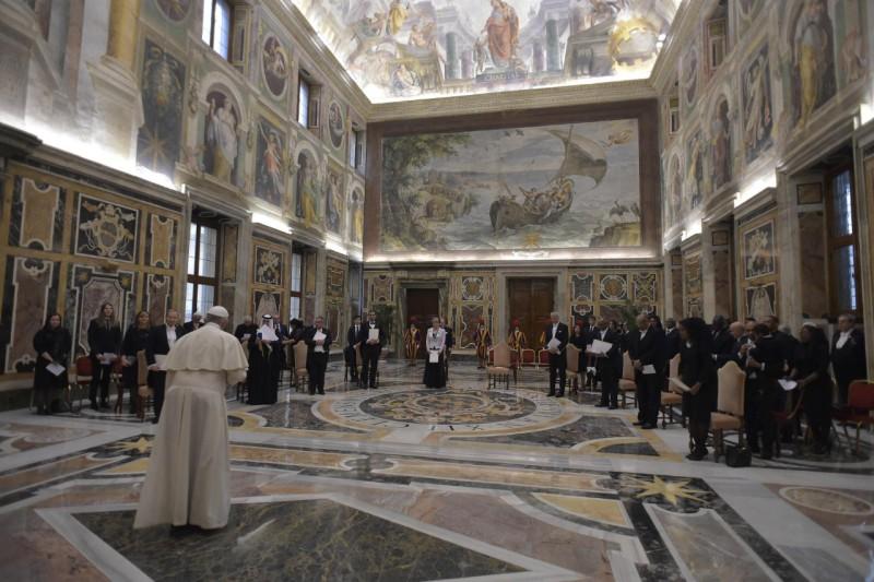 10 embajadores presentan sus credenciales al Papa © Vatican Media