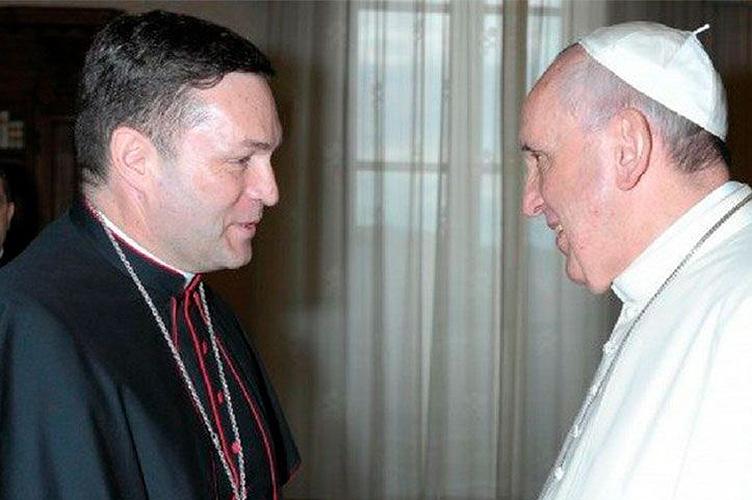 Mons. Raul Berzosa con el Papa Francisco © CEE