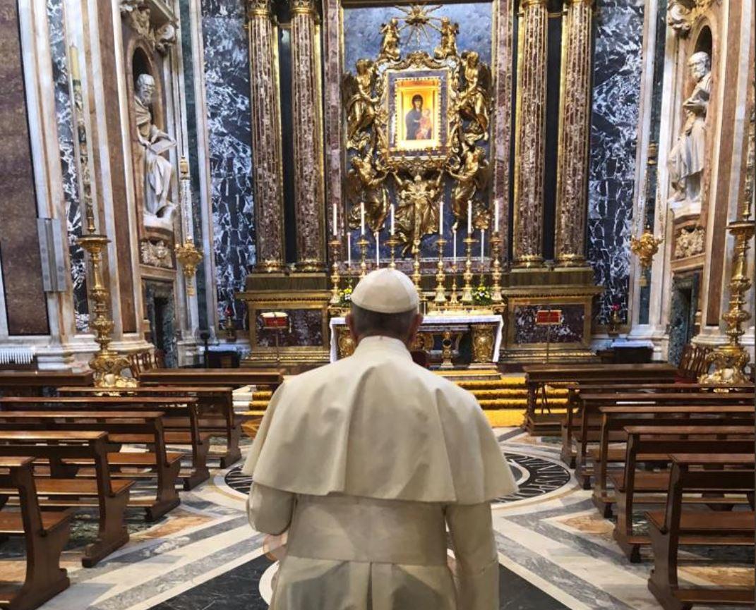 El Papa En Santa María La Mayor © Twitter Greg Burke