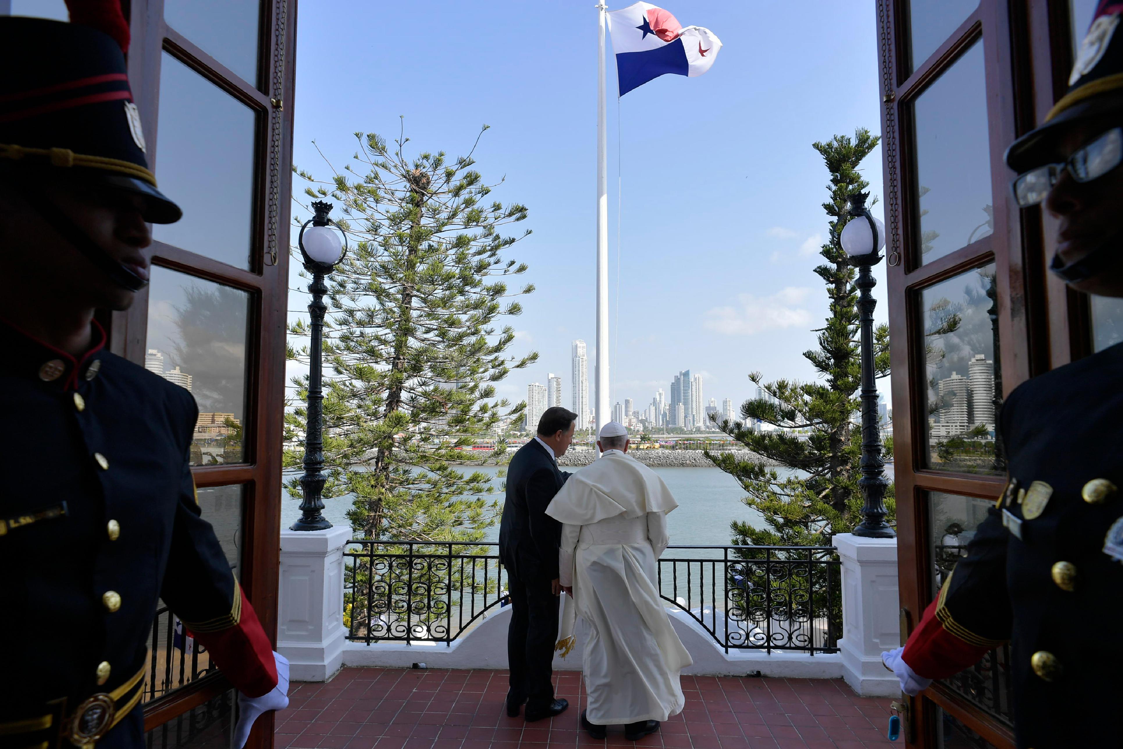Francisco conversa con Juan Carlos Varela, Presidente de Panamá © Vatican News