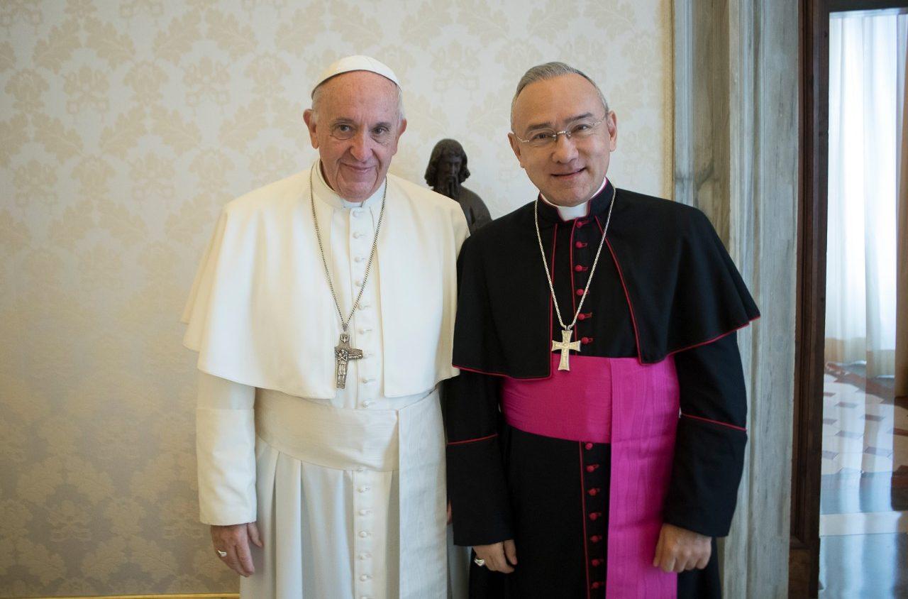 Mons. Edgar Peña Parra con el Papa Francisco © Vatican News