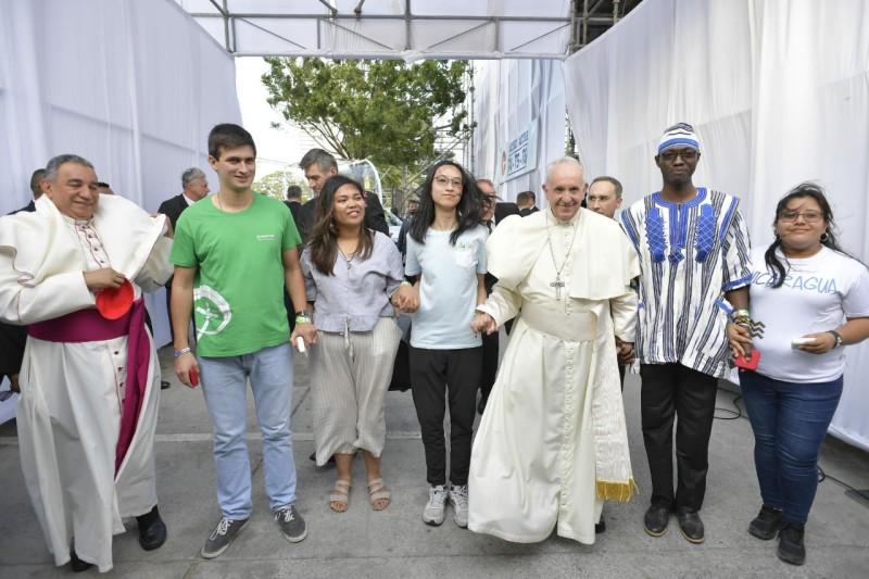 Jóvenes de los 5 continentes marchan con el Papa en la JMJ de Panamá © Vatican Media