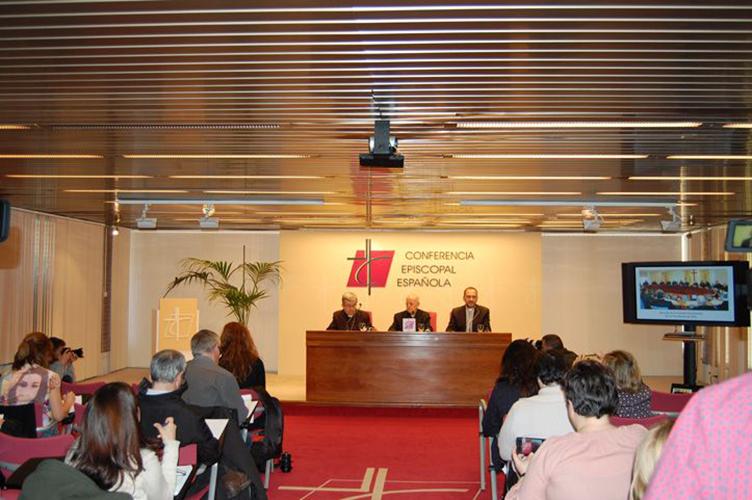 Cardenal Blázquez y Mons. Argüello en rueda de prensa © CEE
