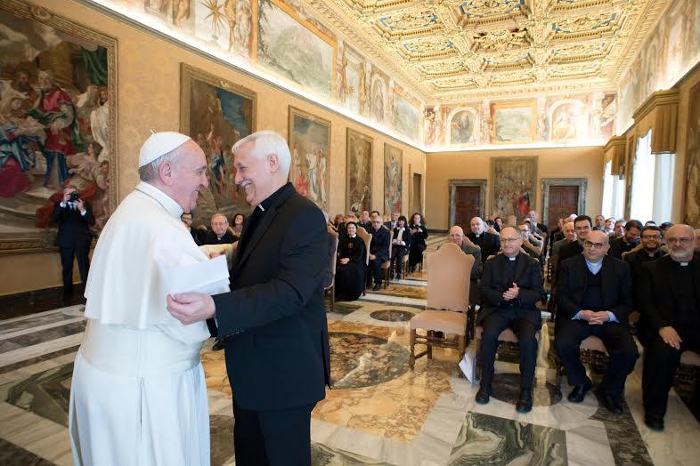 """Audiencia de De """"Civiltà Cattolica"""", General De Los Jesuitas Arturo Sosa, Saluda Al Papa Francisco © L'Osservatore Romano"""