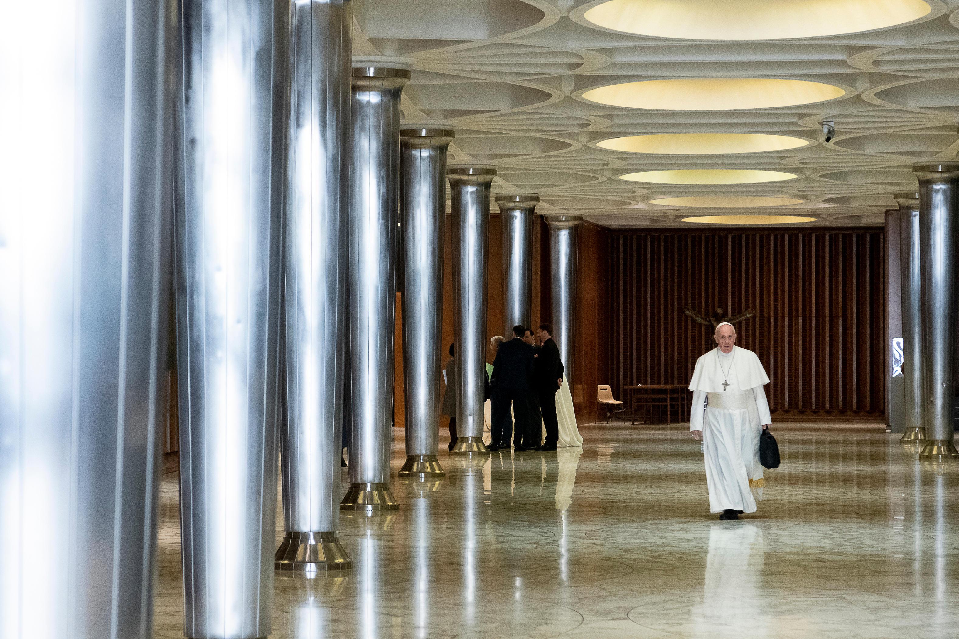 El Papa Francisco llega al aula nueva del Sínodo © Vatican Media