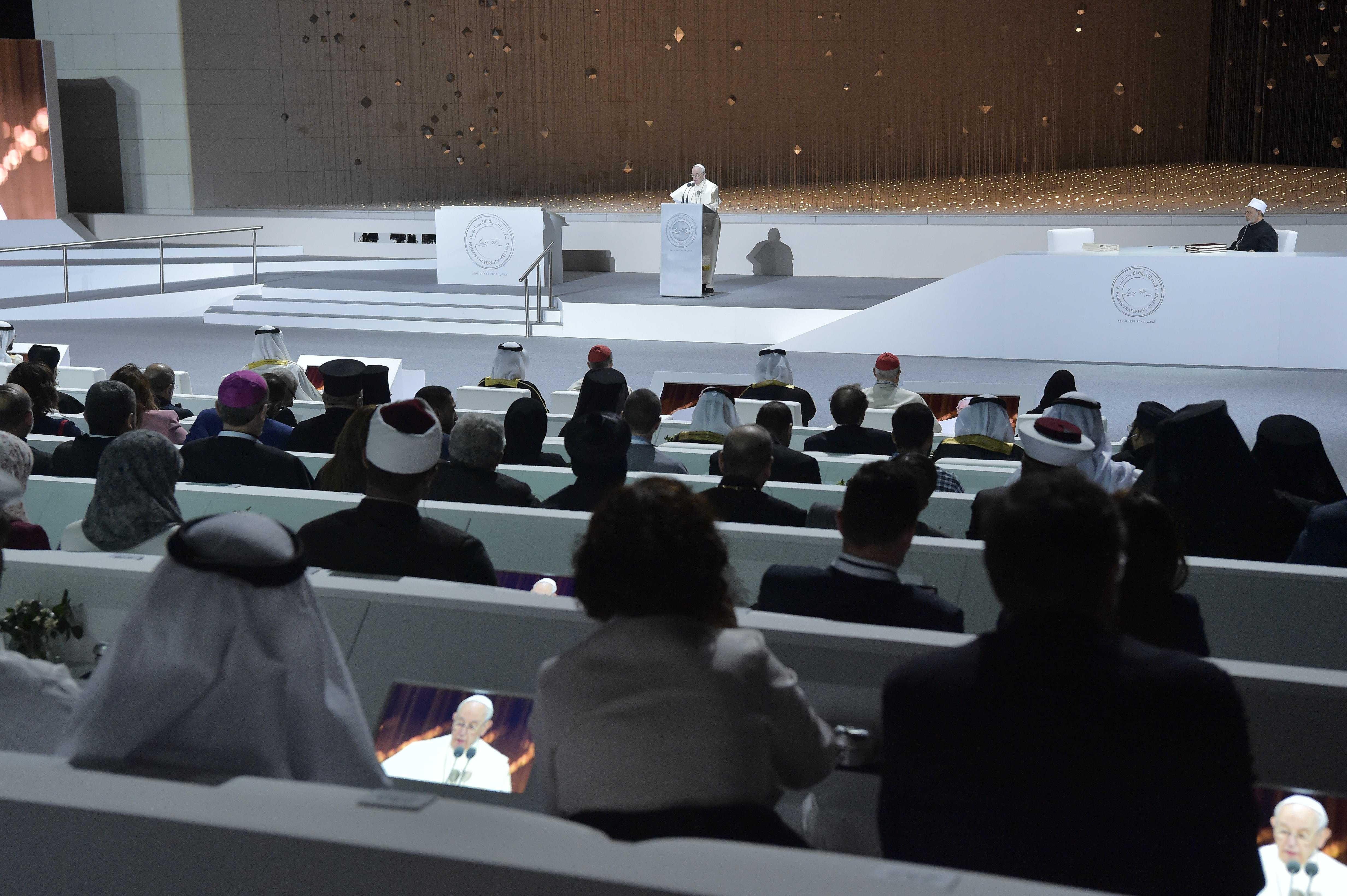 Encuentro interreligioso en el Founder's Memorial, en Abu Dhabi © Vatican Media