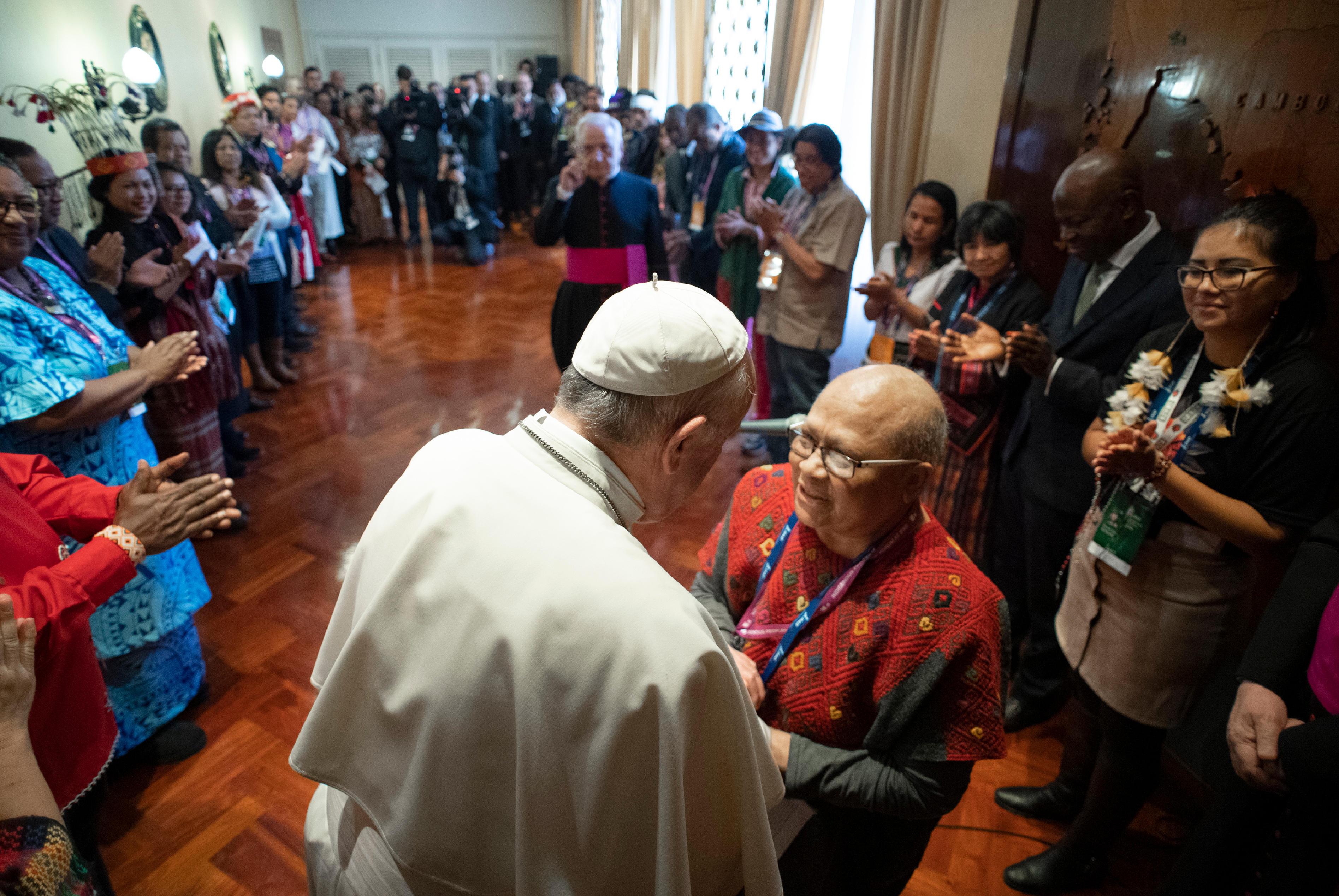 La indígena nicaragüense Myrna Cunningham agradece al Papa su visita © Vatican Media