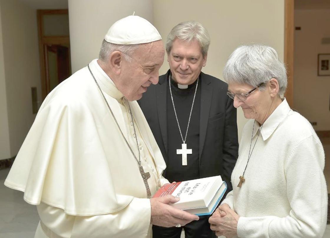 Obispo Benoit-Gonnin Y Sor Bernadette Moriau En El Vaticano © Vatican Media