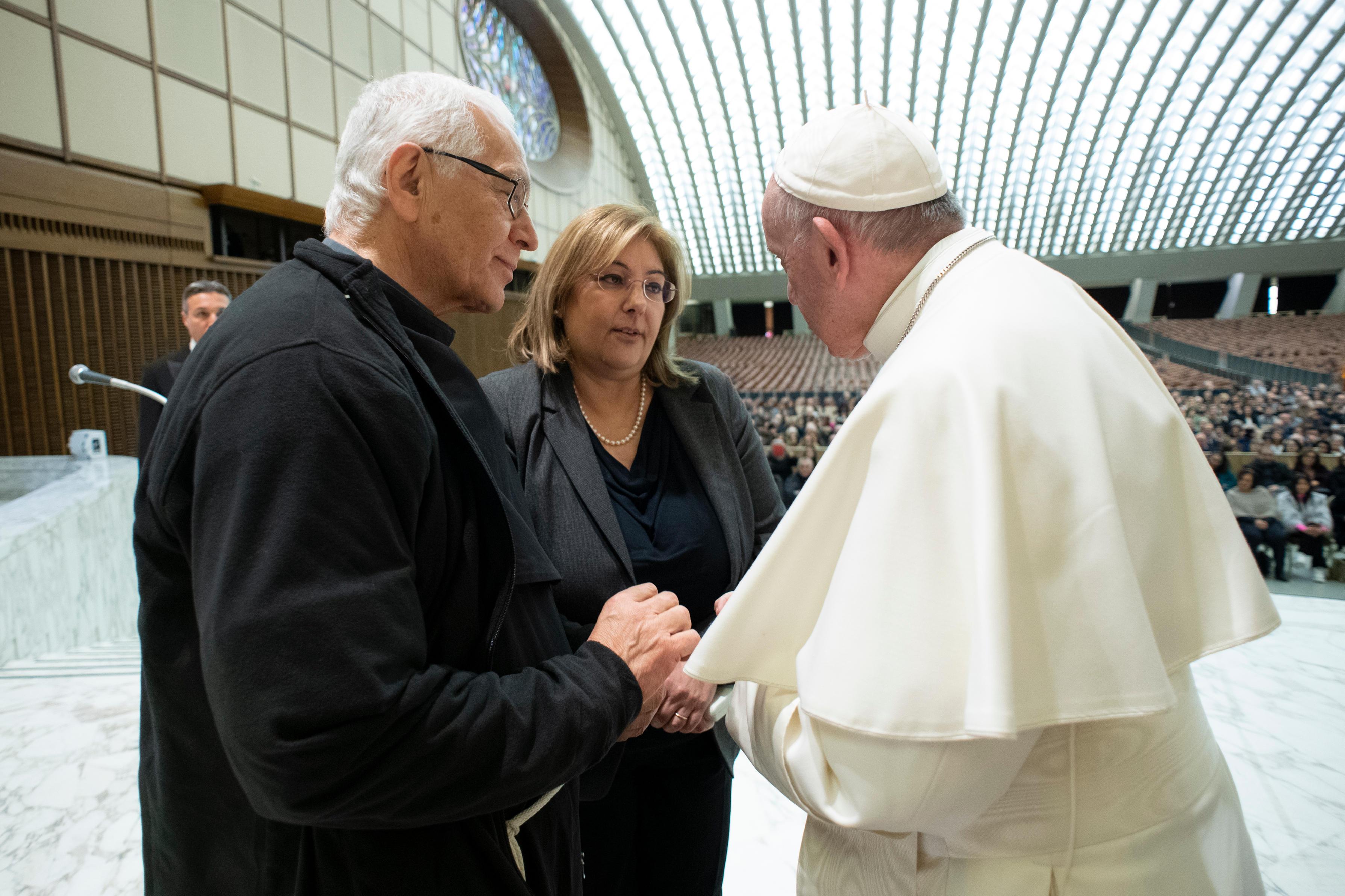 El Papa saluda a los trabajadores del centro penitenciario Regina Coeli © Vatican Media