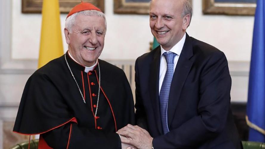 Cardenal Giuseppe Versaldi y profesor Marco Bussetti © Vatican News