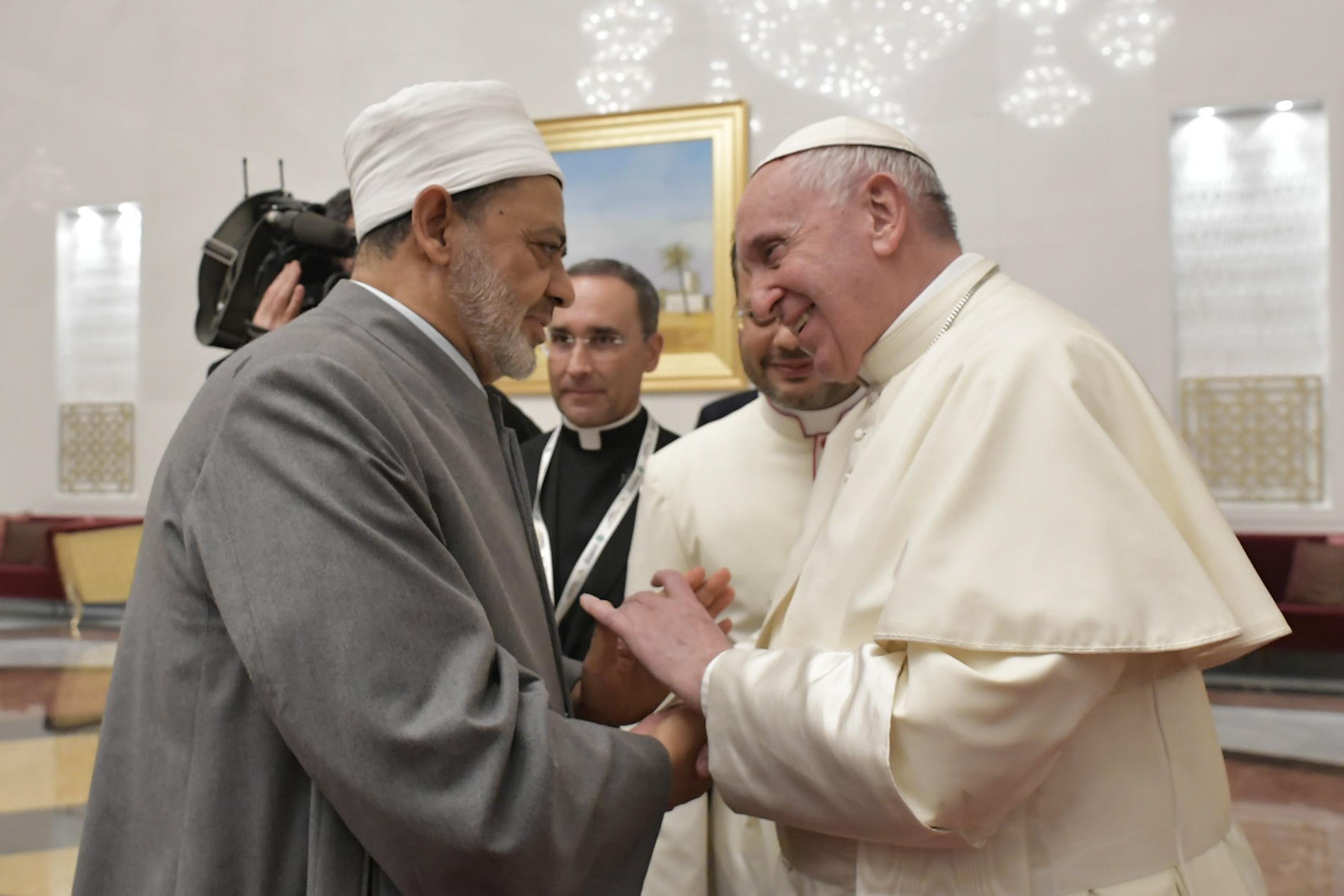 El Papa saluda al imán de Al-Azhar, Ahmad Muhammad Al-Tayyib © Vatican Media