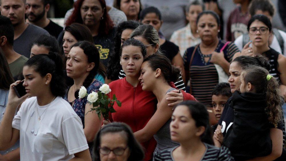 Amigos y familiares de las víctimas © Vatican Media