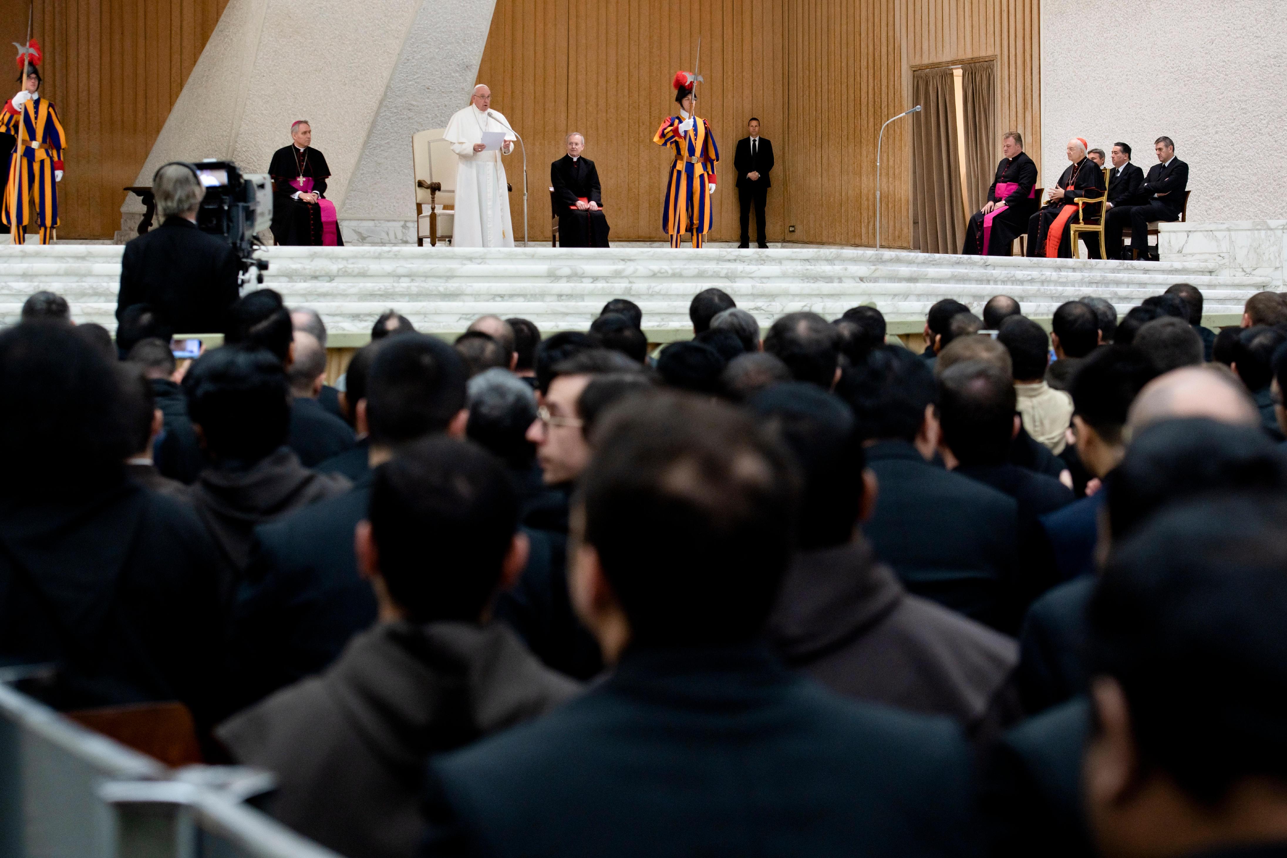 El Papa habla a los participantes en el curso del Foro Interno © Vatican Media
