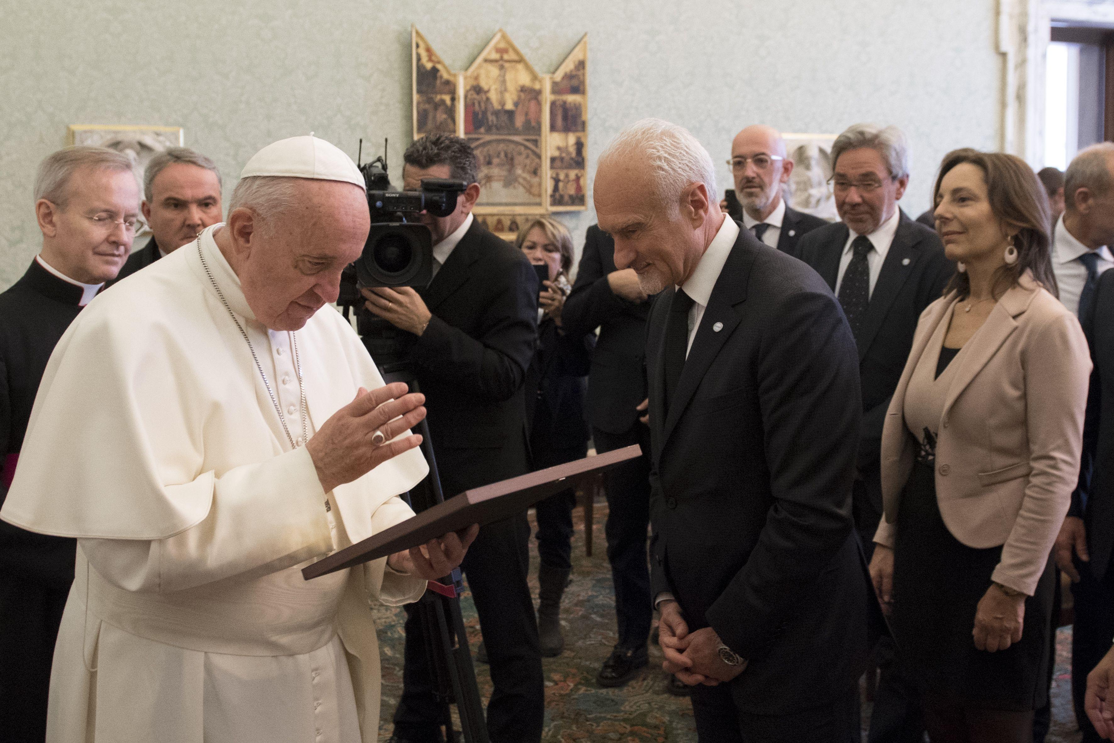 Francisco con los miembros de la Federación Italiana de Médicos Pediatras © Vatican Media
