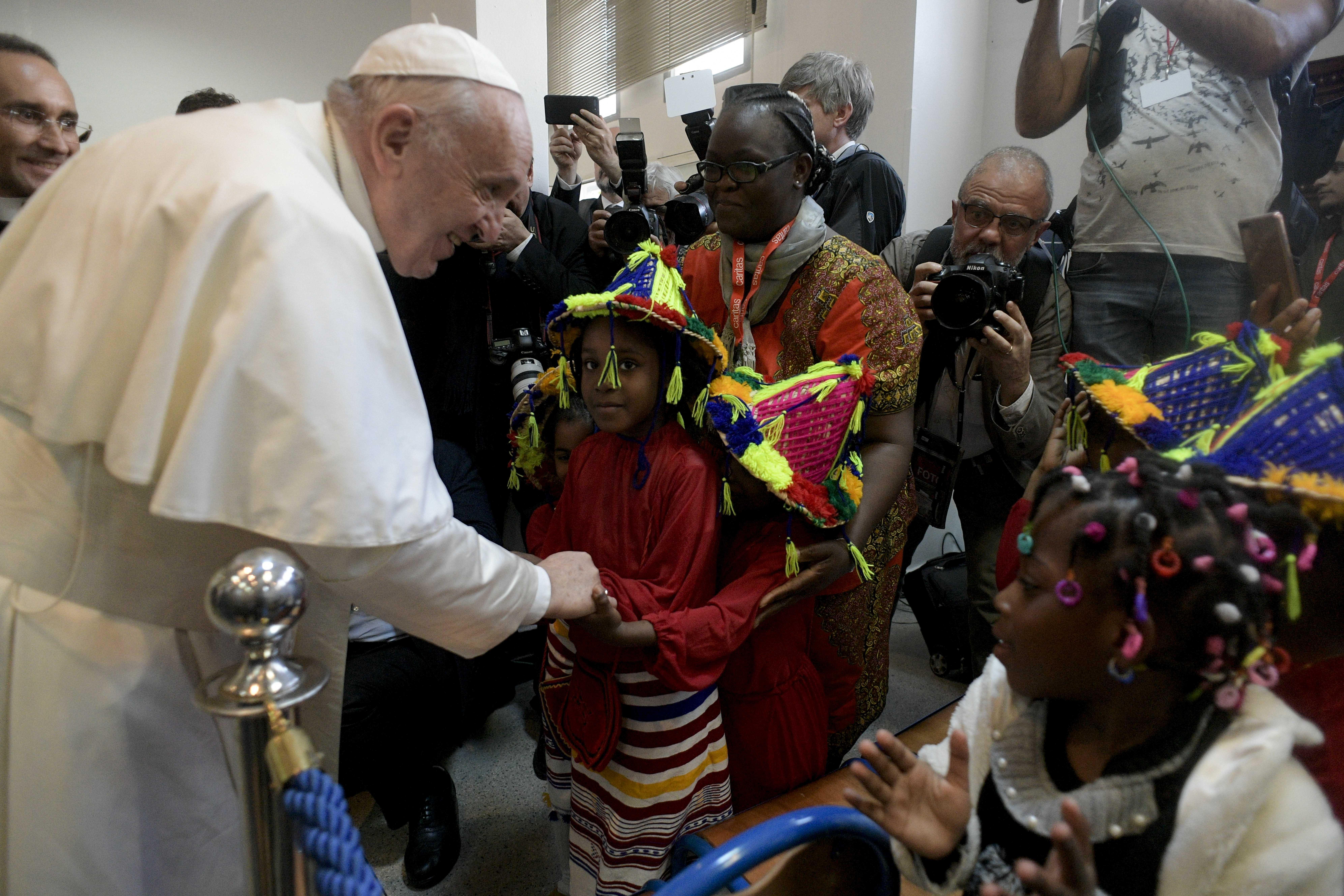 Encuentro del Papa con los migrantes en Caritas Rabat © Vatican Media