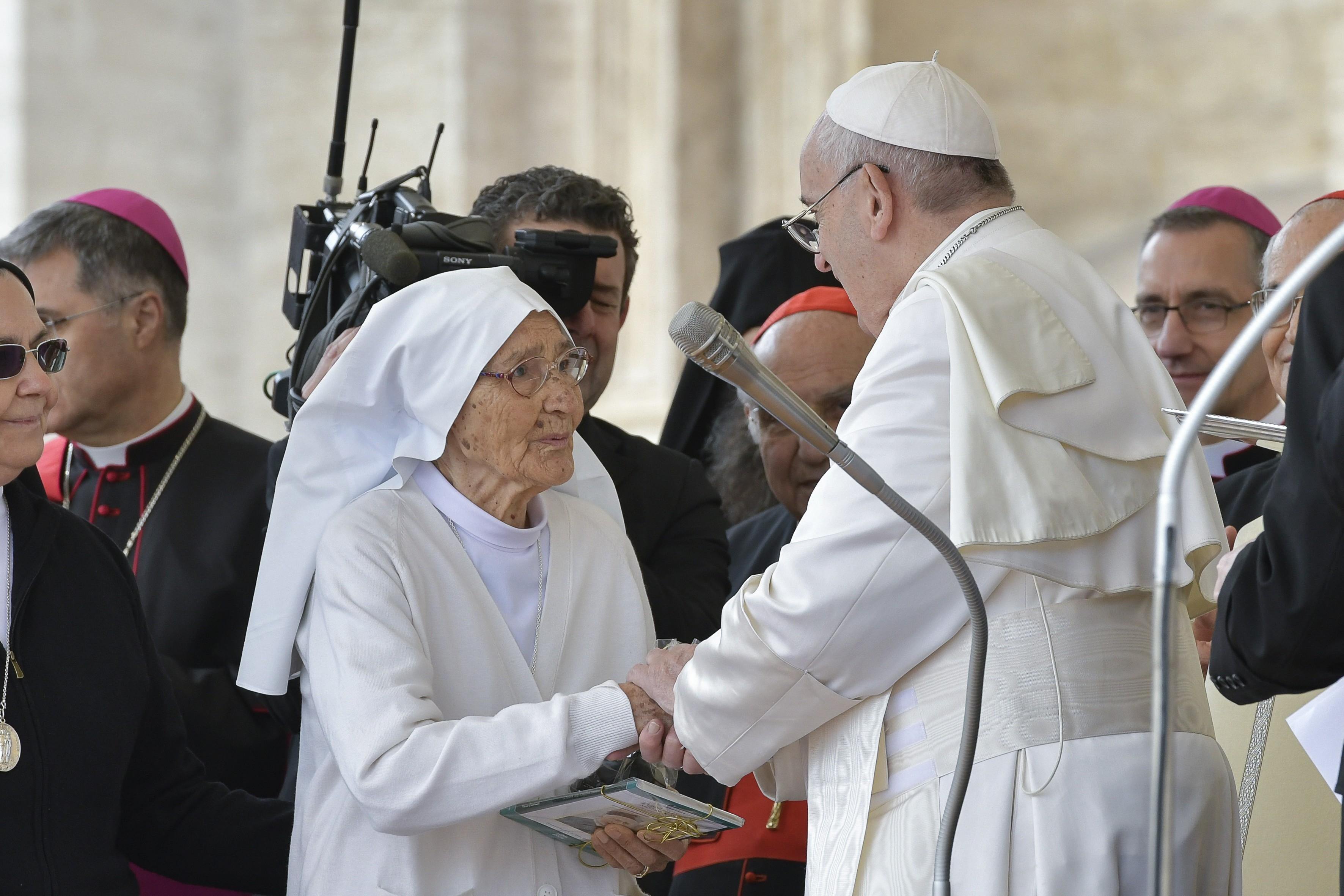 Francisco premia a la misionera en África Sor Maria Concetta Esu © Vatican Media