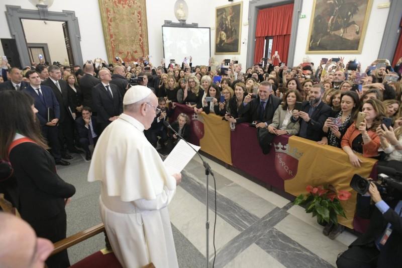 Saludo del Papa a los empleados del Ayuntamiento de Roma © Vatican Media