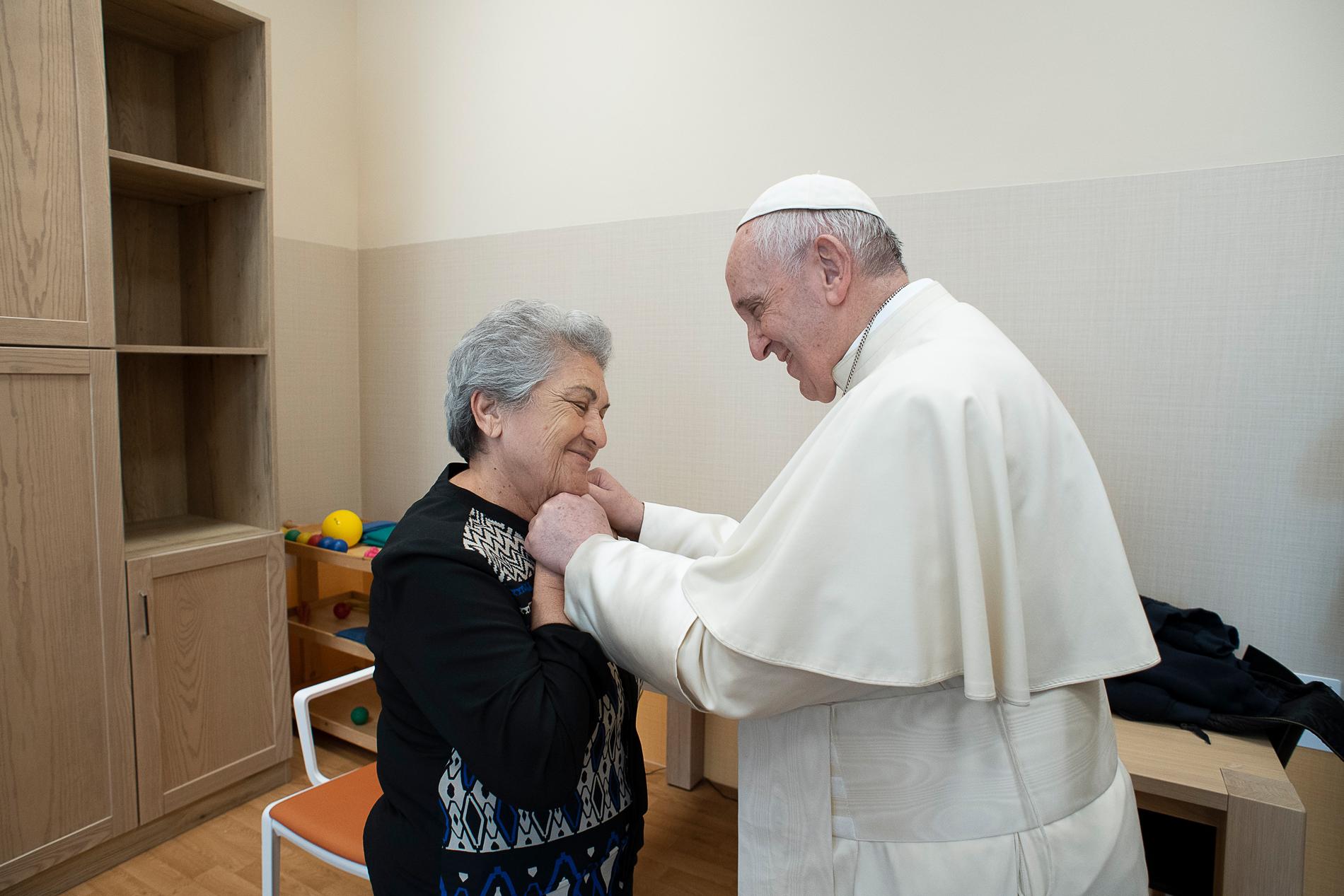 El Papa visita una casa de enfermos de Alzheimer cerca de Roma © Vatican Media