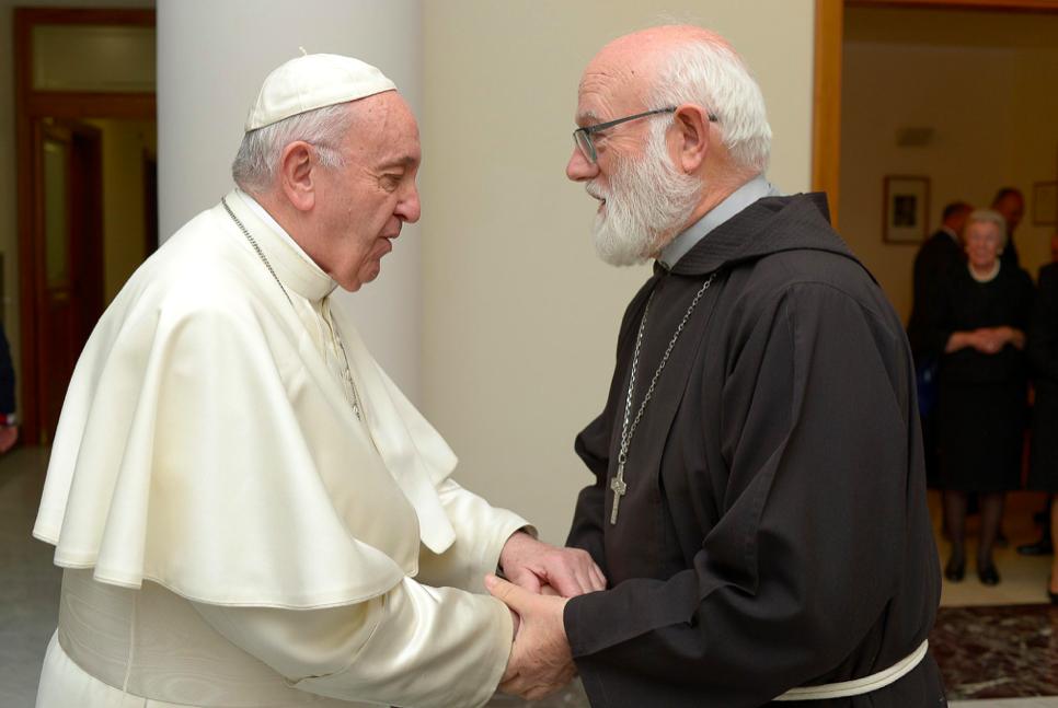 Celestino Aós es recibido por el Papa Francisco © Twitter Iglesia de Santiago