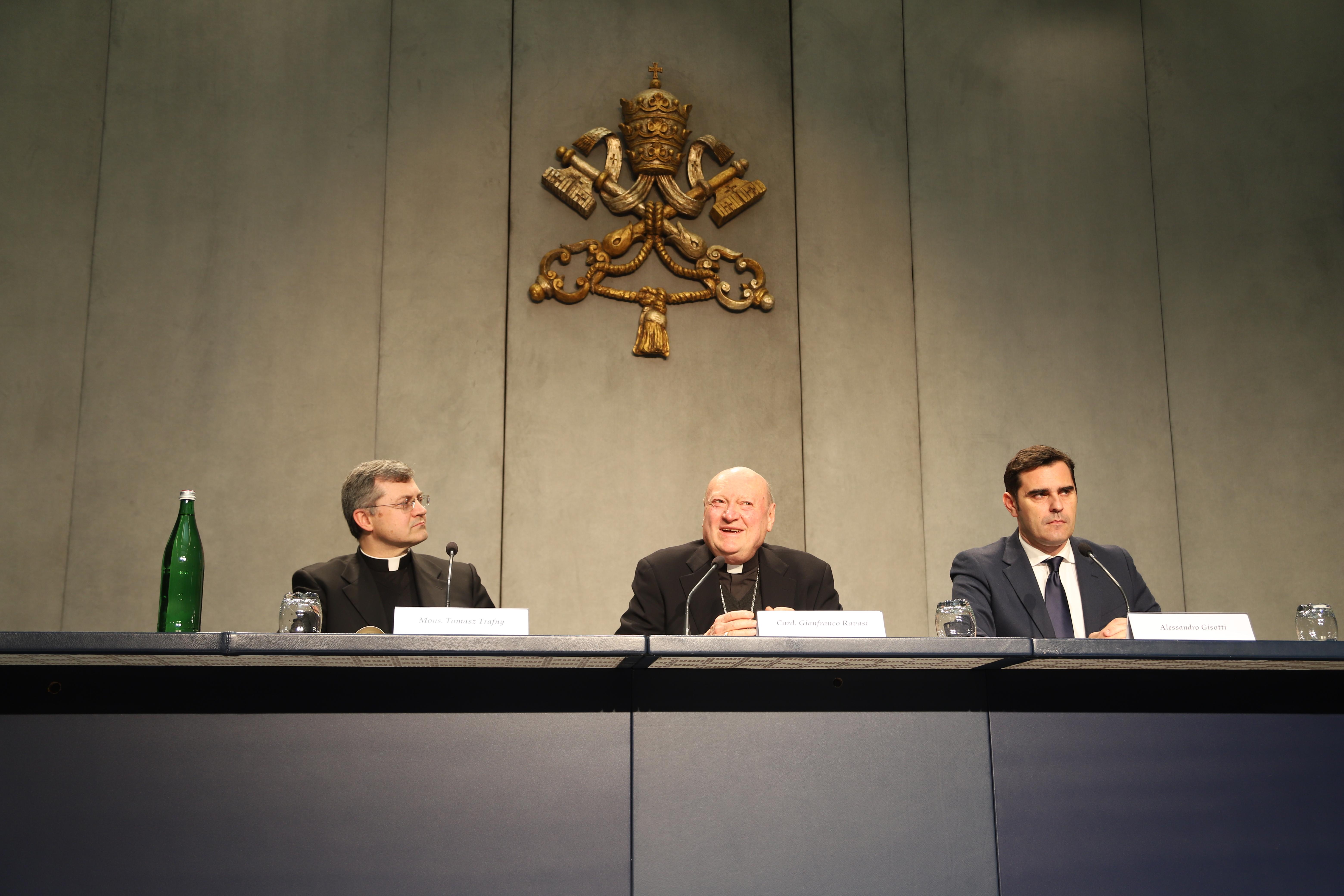 Rev. Trafny, Card. Ravasi y Alessandro Gisotti © Zenit/María Langarica