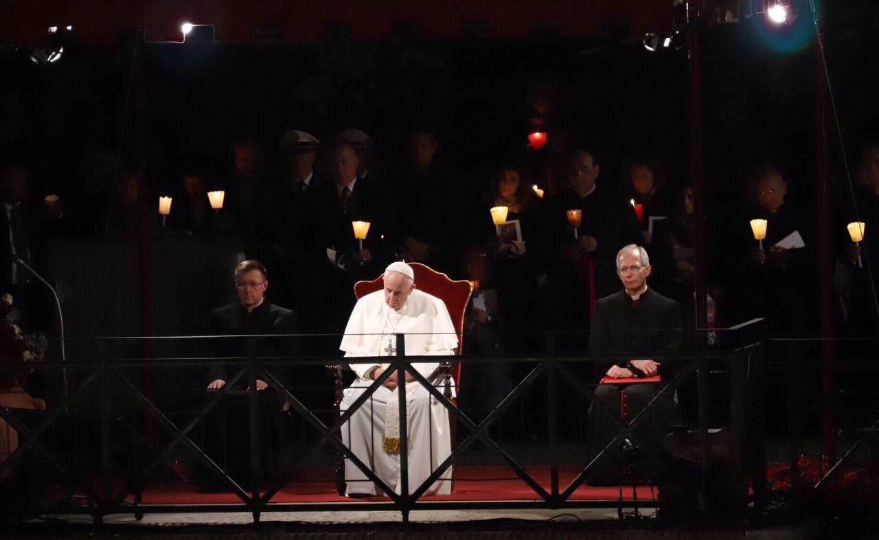 El Papa Francisco ha presidido el Via Crucis en el Coliseo © Zenit/María Langarica