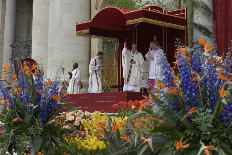 Domingo de Pascua, plaza de San Pedro © Vatican Media