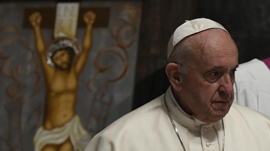 El Papa Francisco en oración © Vatican Media