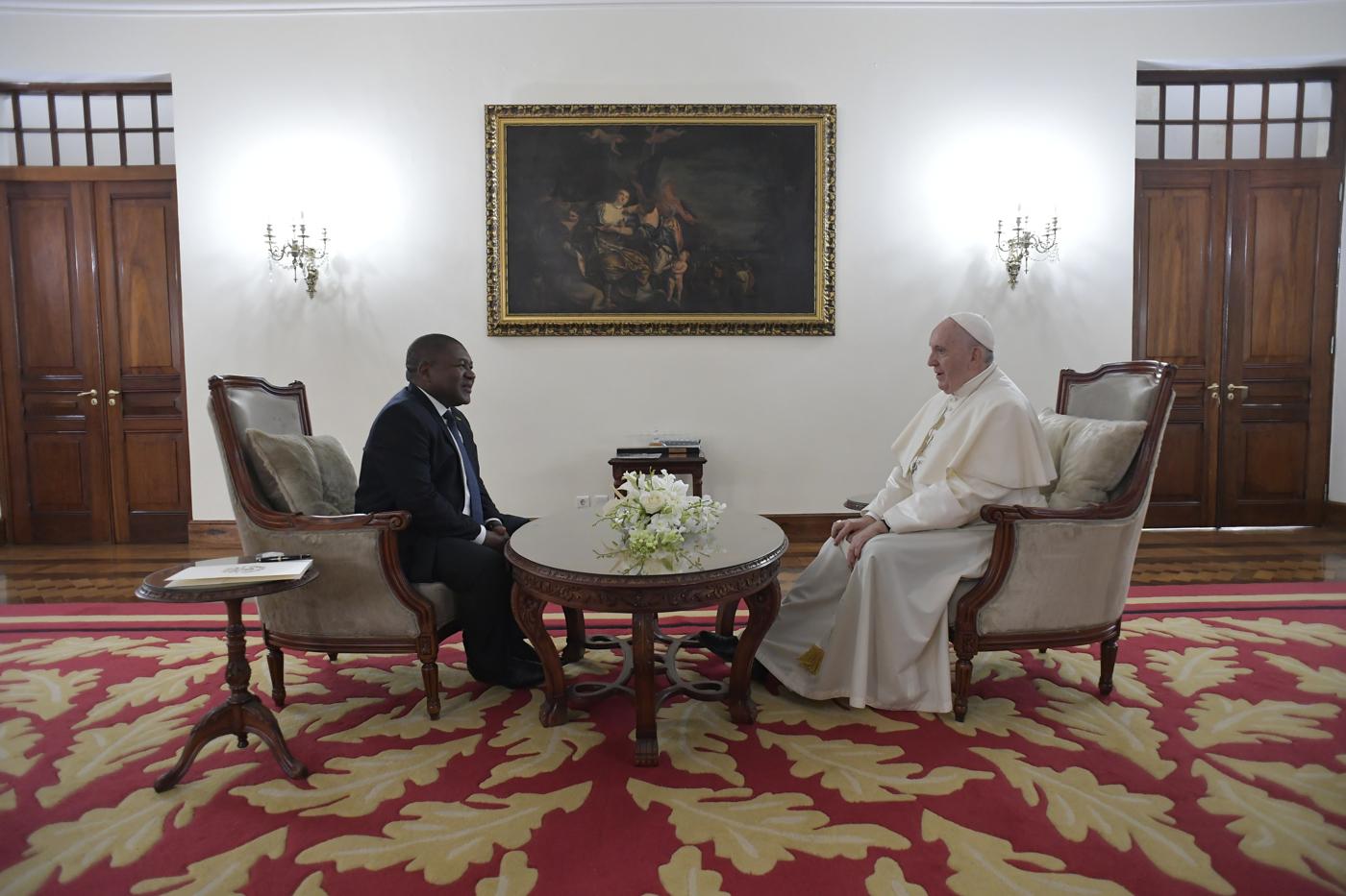 El Papa reunido con el Presidente de Mozambique © Vatican Media