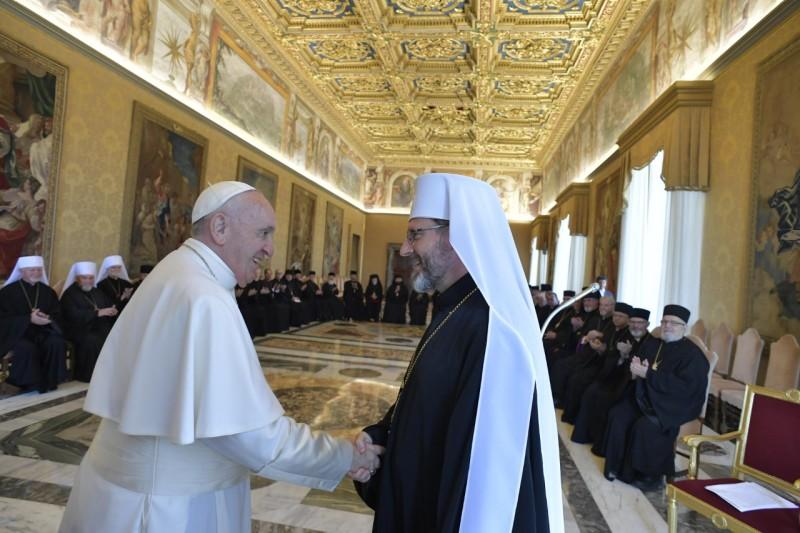 Su Beatitud Svjatoslav Shevchuk saluda al Papa © Vatican Media