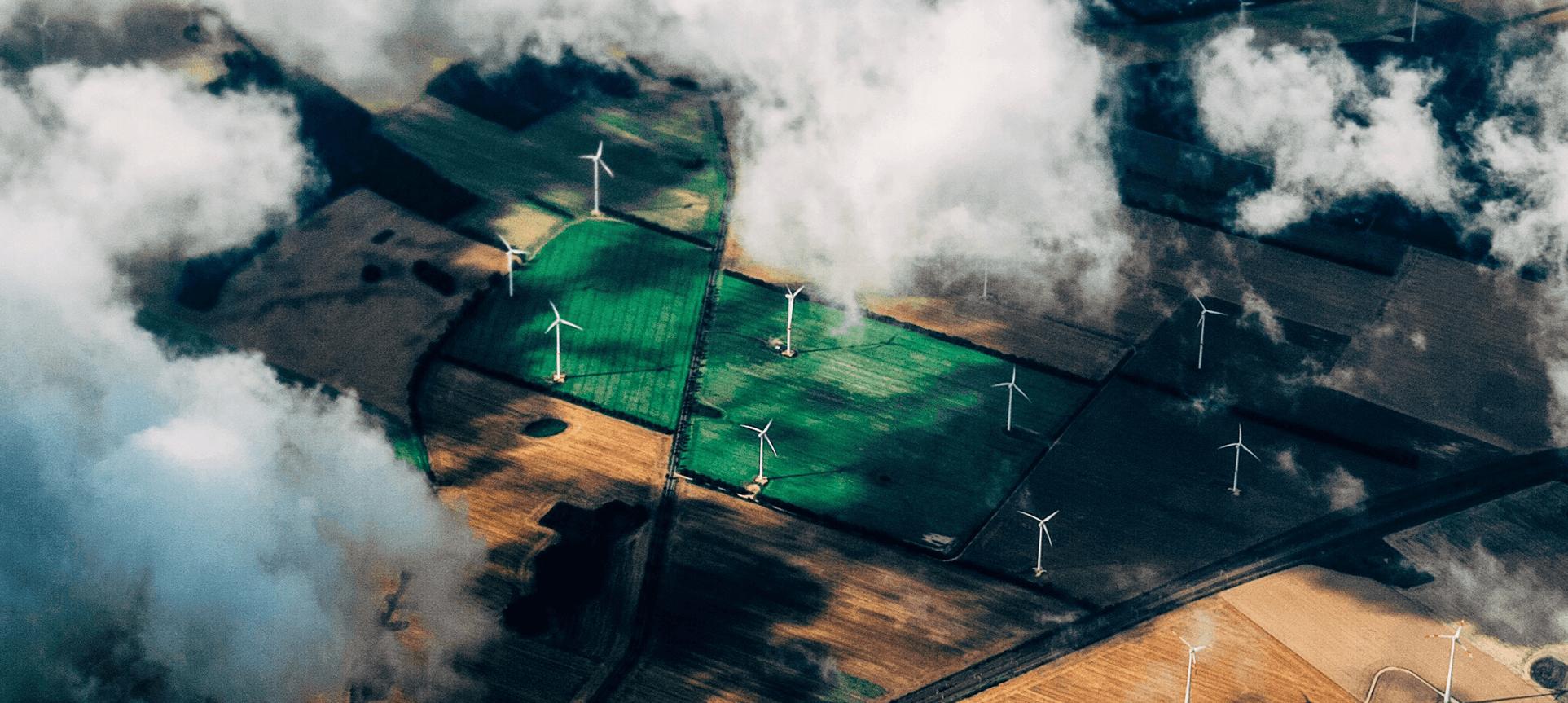 Campo con aerogeneradores © ONU