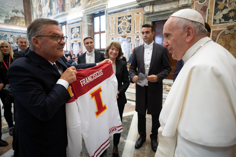 Audiencia con la Federación Internacional de Hockey sobre hielo © Vatican Media