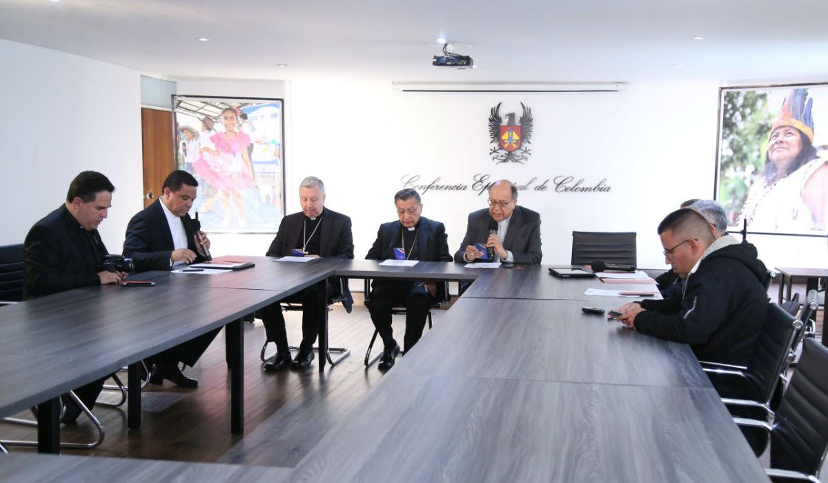 Los obispos leen el mensaje tras la Asamblea Plenaria © Conferencia Episcopal Colombia