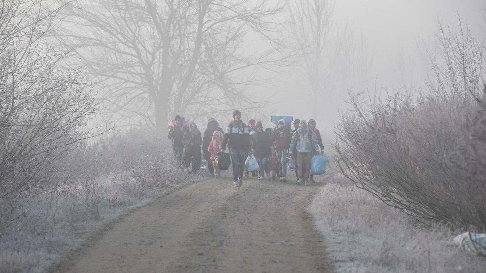 Migrantes huyendo de la guerra © Vatican Media