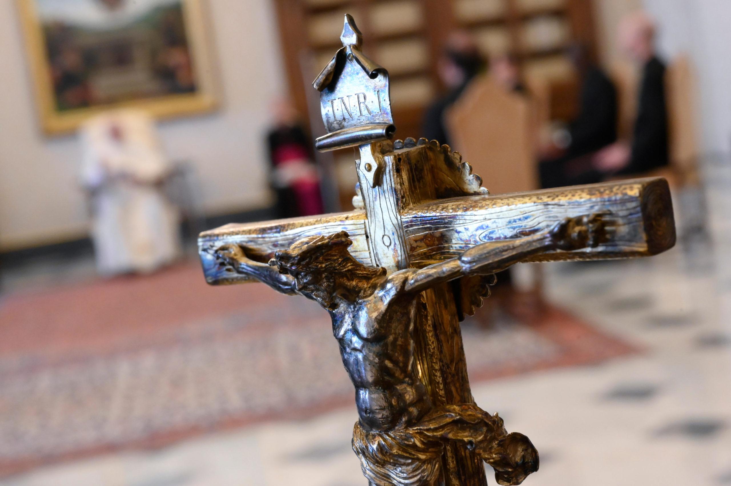 Crucifijo en la biblioteca del Palacio Apostólico © Vatican Media