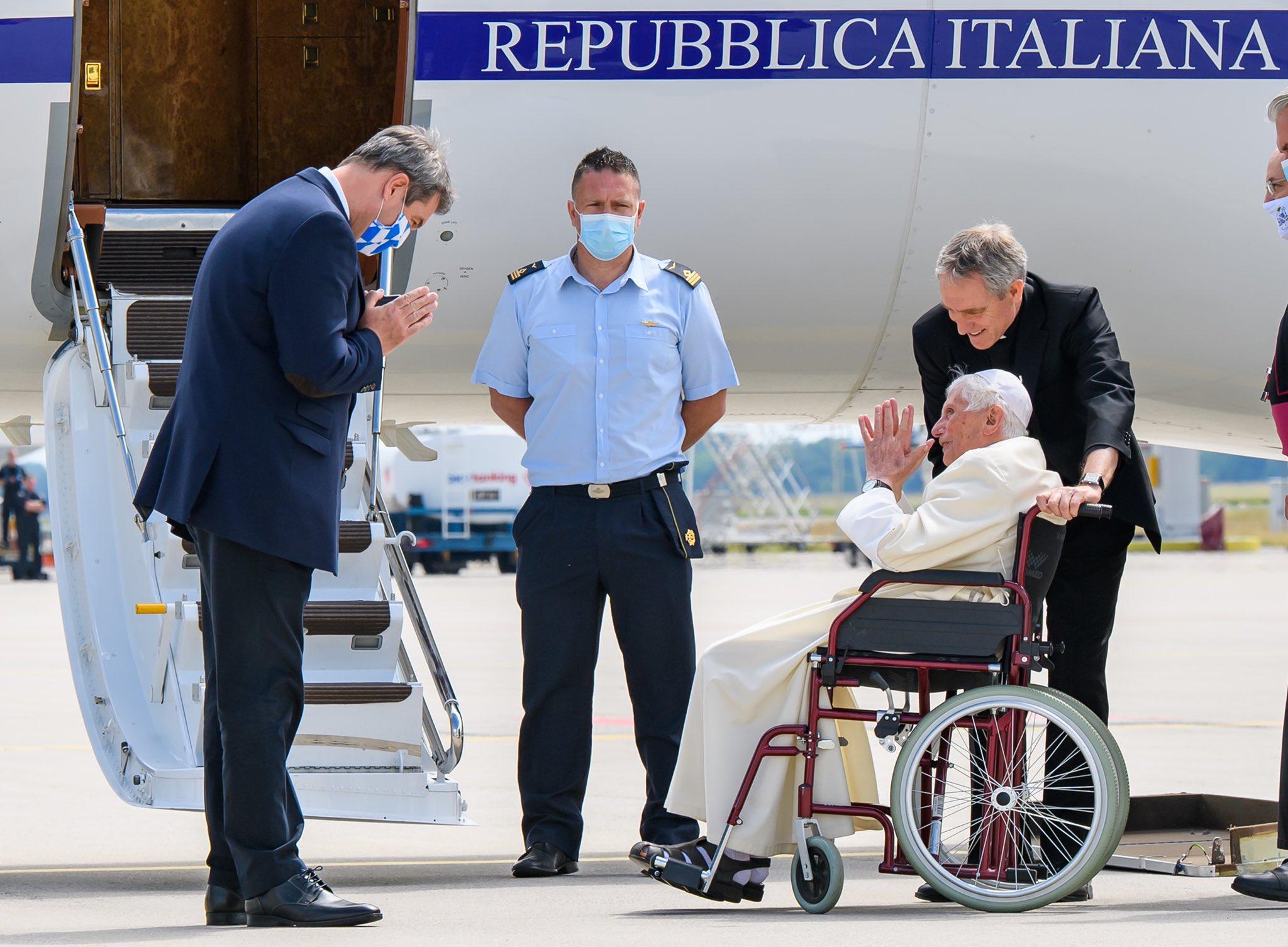 Benedicto XVI de vuelta en el Vaticano