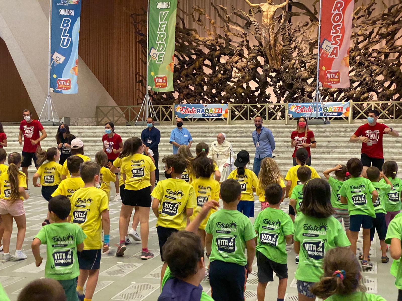 El Papa visita niños del campamento de verano del Vaticano (C) Play It S.S.D. a.r.l