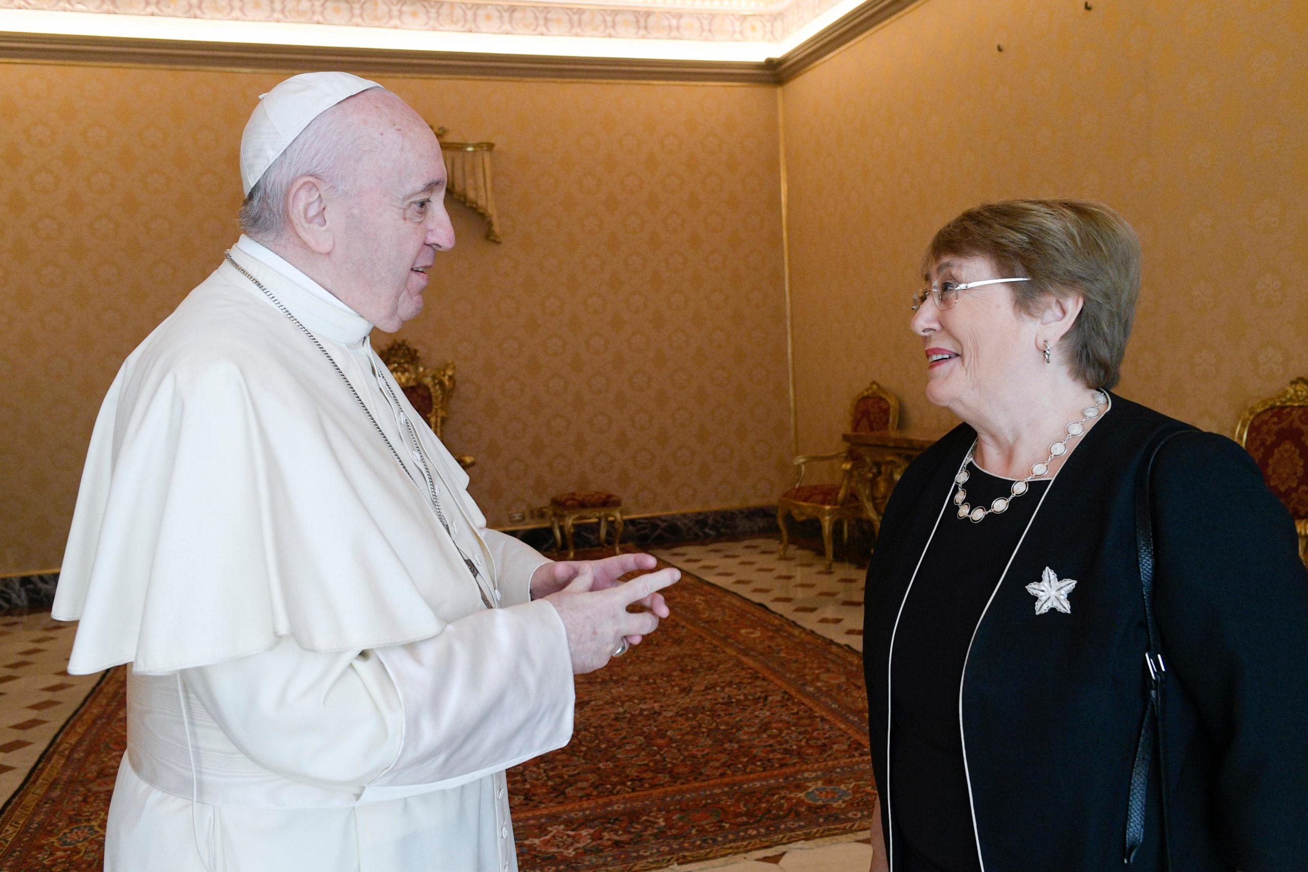 Papa recibe a Michelle Bachelet