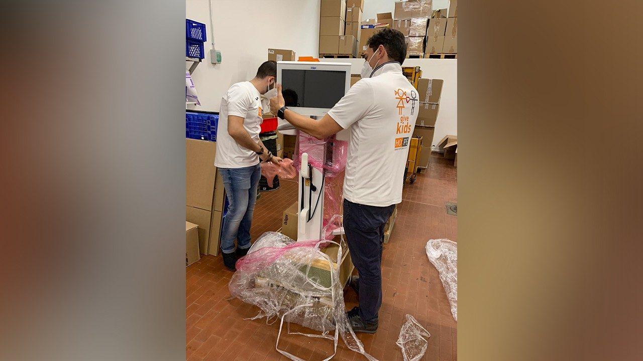 Brasil: Papa dona equipos médicos