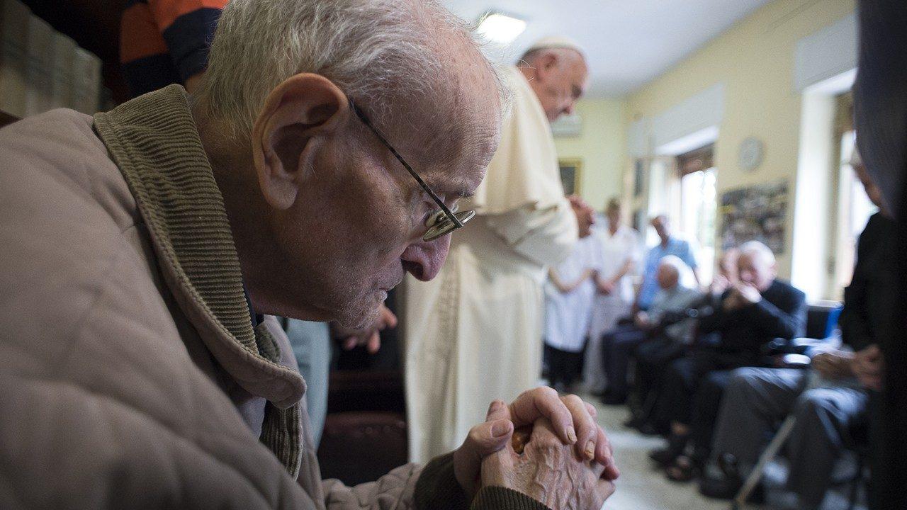 Mensaje del Papa a sacerdotes ancianos y enfermos