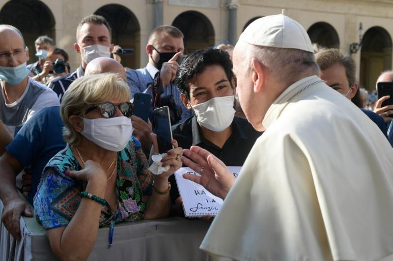 saludo del Papa a los fieles