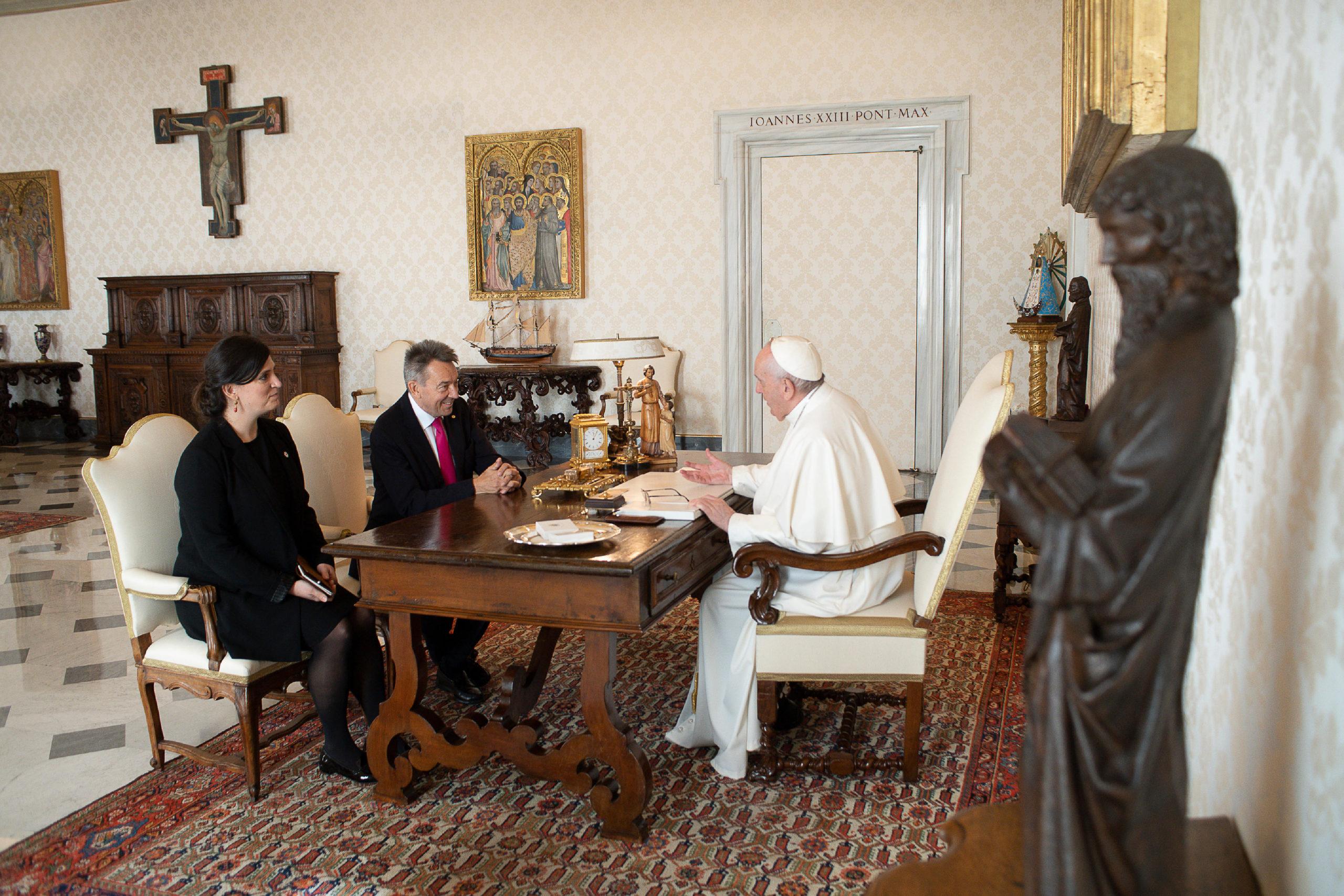 El Papa Francisco se reúne con el presidente de la Cruz Roja