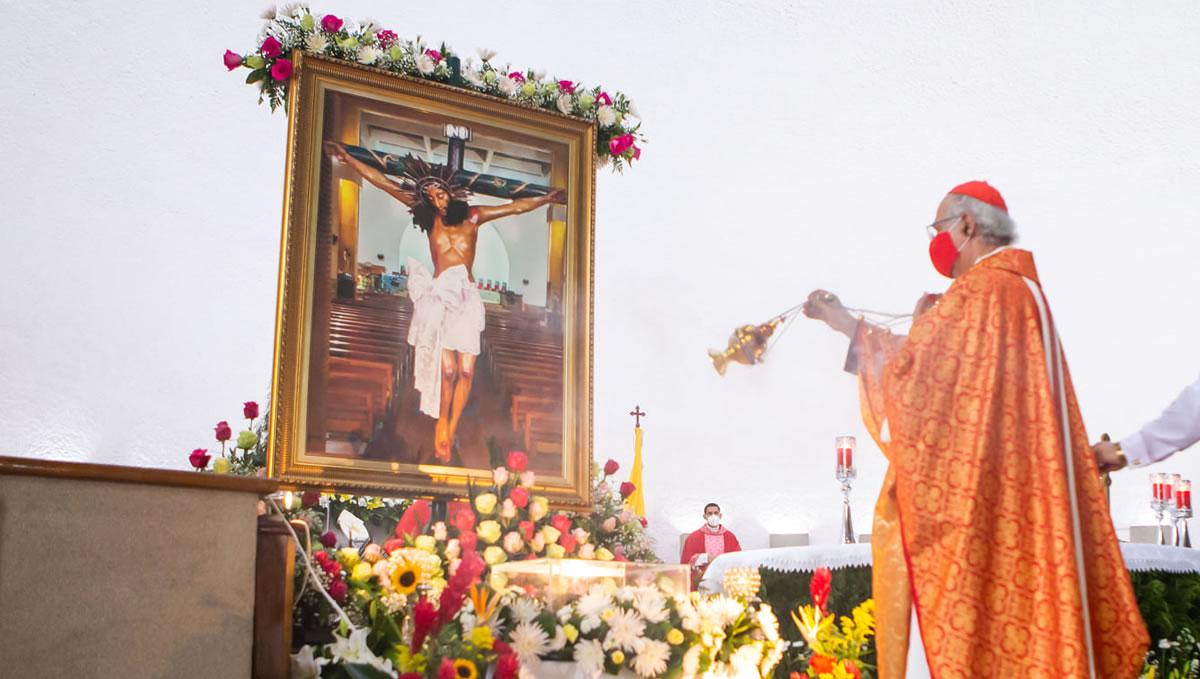 Francisco recibe a Bartolomé A La Basílica De San Nicolás, en Bari, Italia © Vatican Media